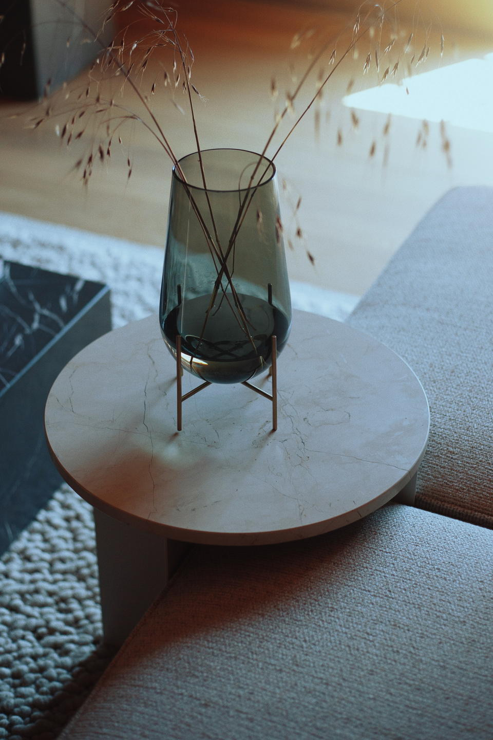 MENU_Echasse-Vase_Androgyne-Side-Table